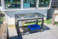 Grote barbecue op bovendek van hotelschip